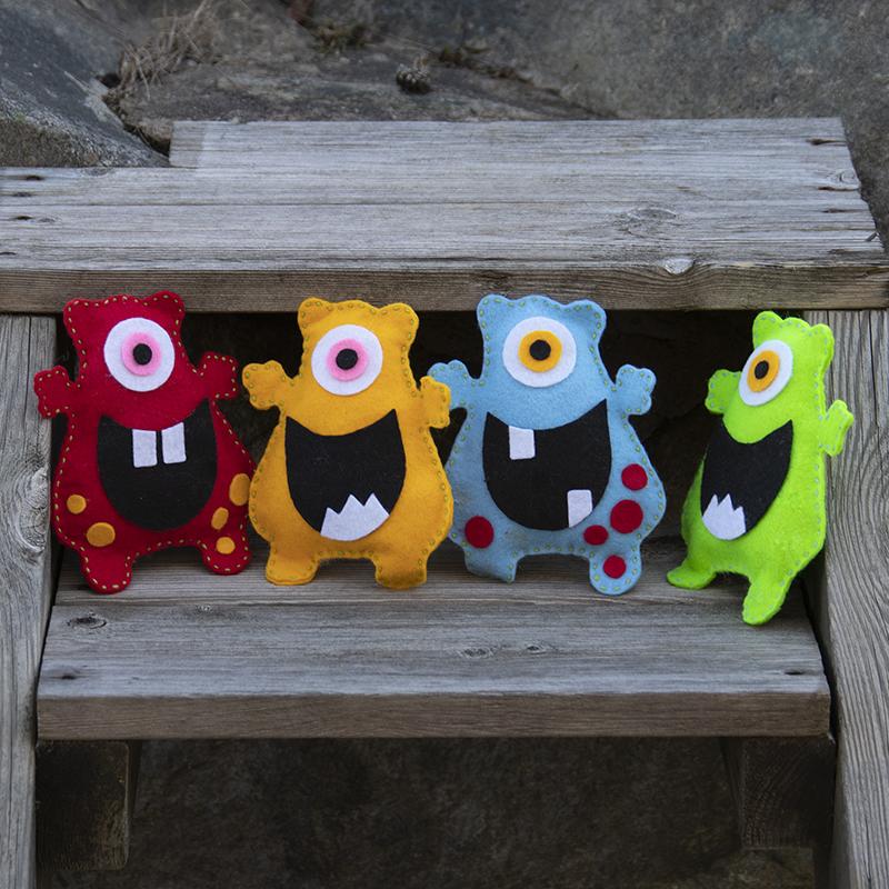 Glada monster som du kan sy av hobbyfilt