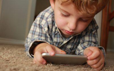 8 Tips på hvordan man kan minske skjermtiden for barn