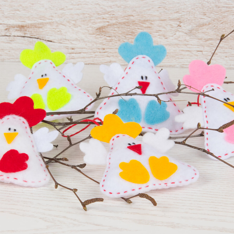 Söta påskkycklingar att hänga i påskriset