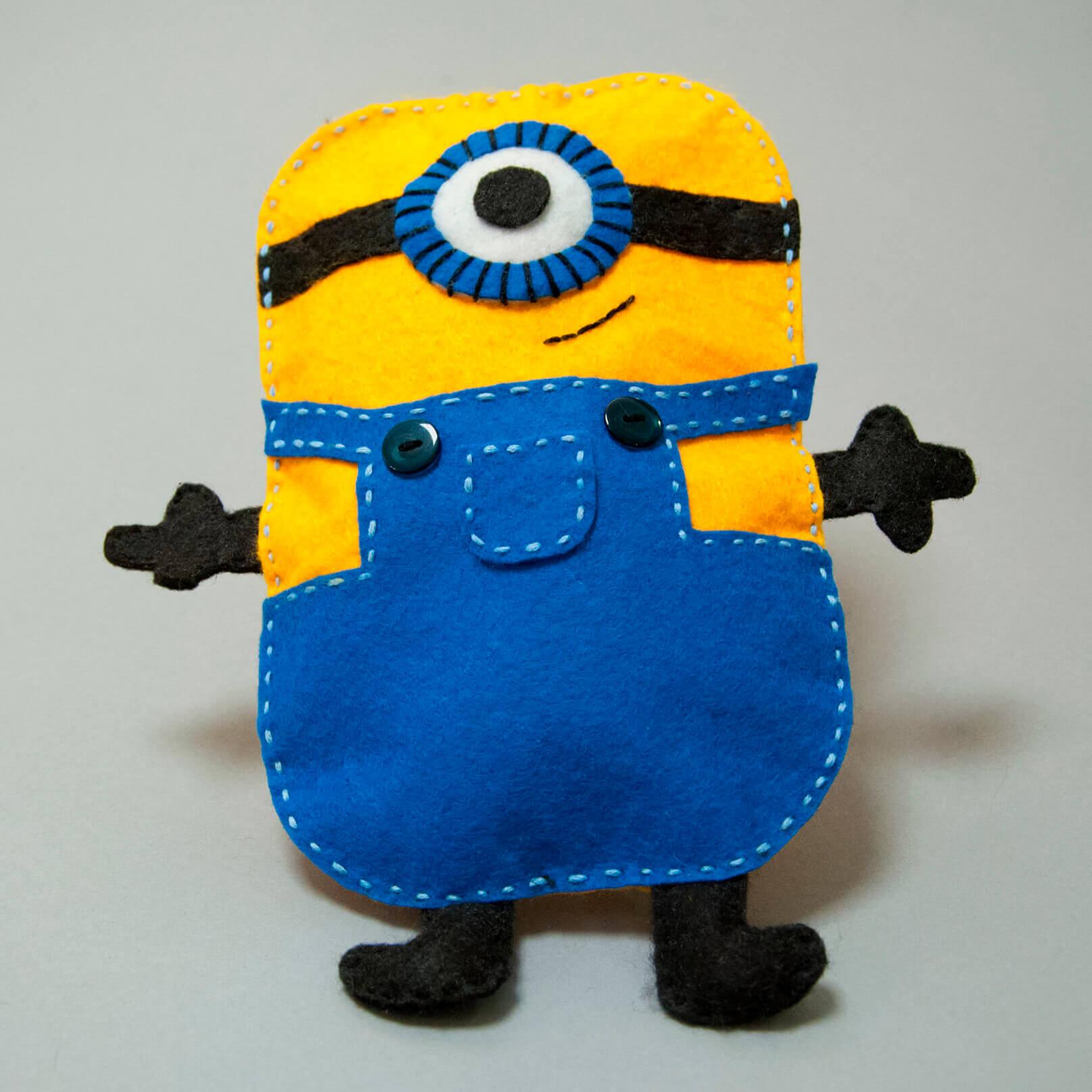 Minions naaien van vilt. Leuk knutselen voor kinderen.