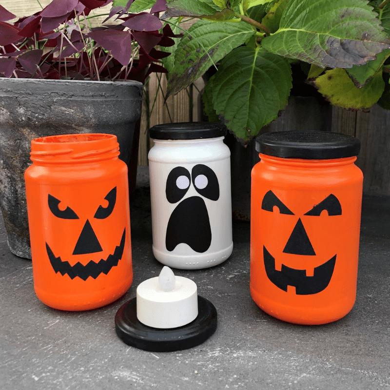 Halloweenpynt syltetøjsglas som lygter