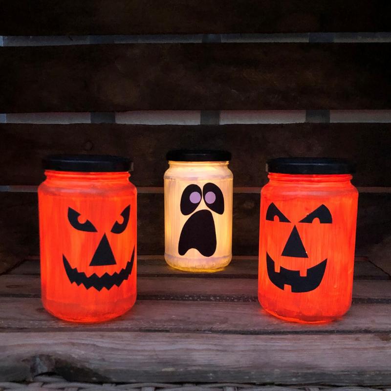 Halloweenbasteln Glasdosen als Windlichter