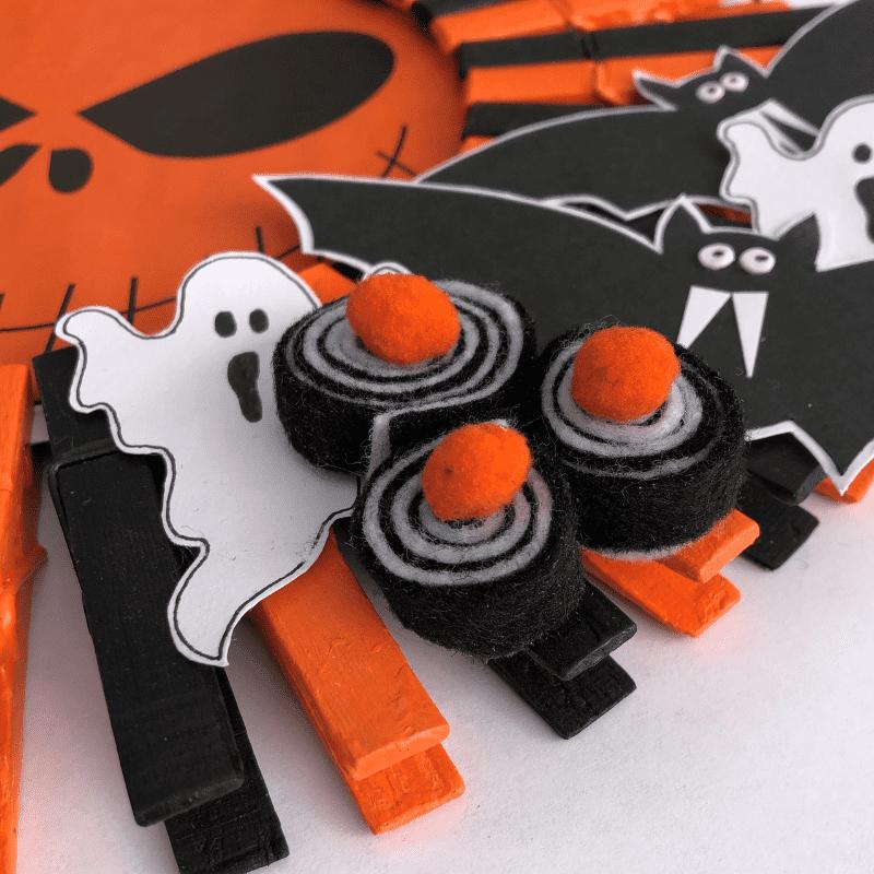 Halloween krans van wasknijpers