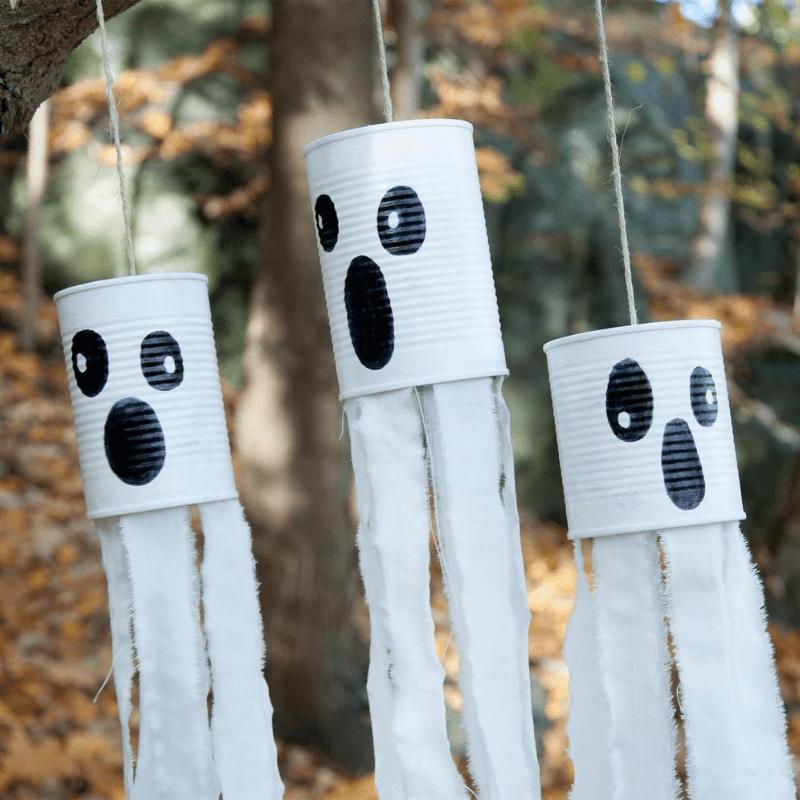 Halloweenpynt spøkelser av aluminiumsbokser