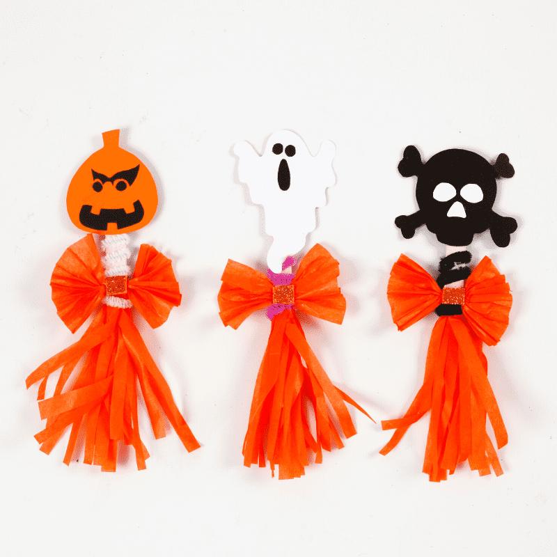 pyssla till Halloween gör spöken av glasspinnar och silkespapper