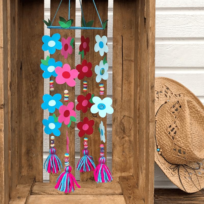 pyssel med papper för barn mobil med blommor