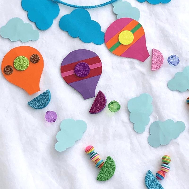 Kreativitet med papir for børn. Lav en uro med luftballoner.