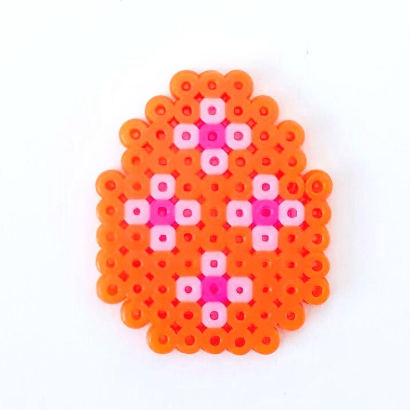 Orange ägg av rörpärlor