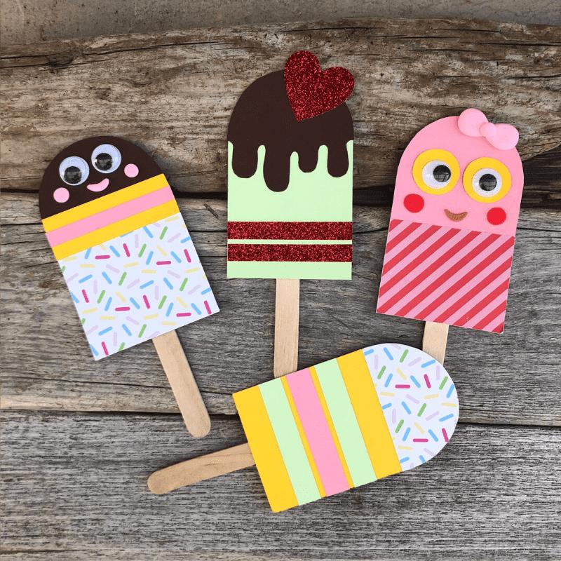 roligt sommarpyssel för barn pinnglassar av färgad kartong