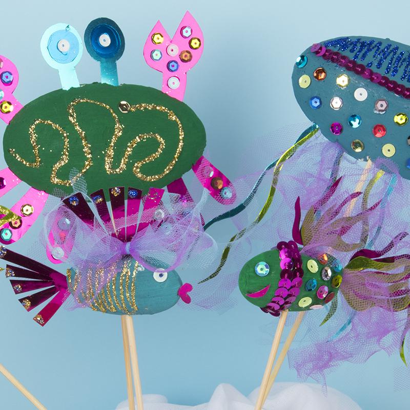 Des crabes, des méduses et des poissons en polystyrène. Créations rigolotes pour enfants!