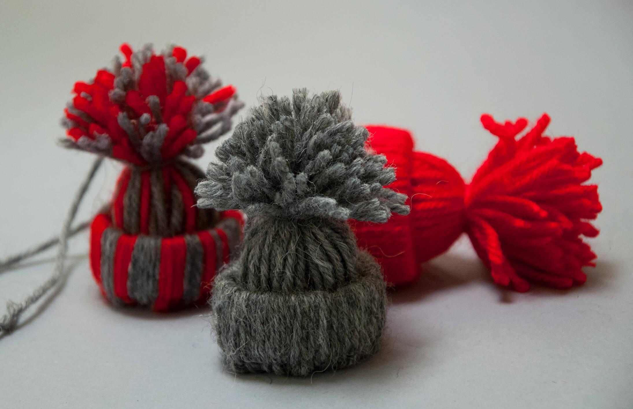 DIY – Créez pour Noël de mignons petits bonnets en laine