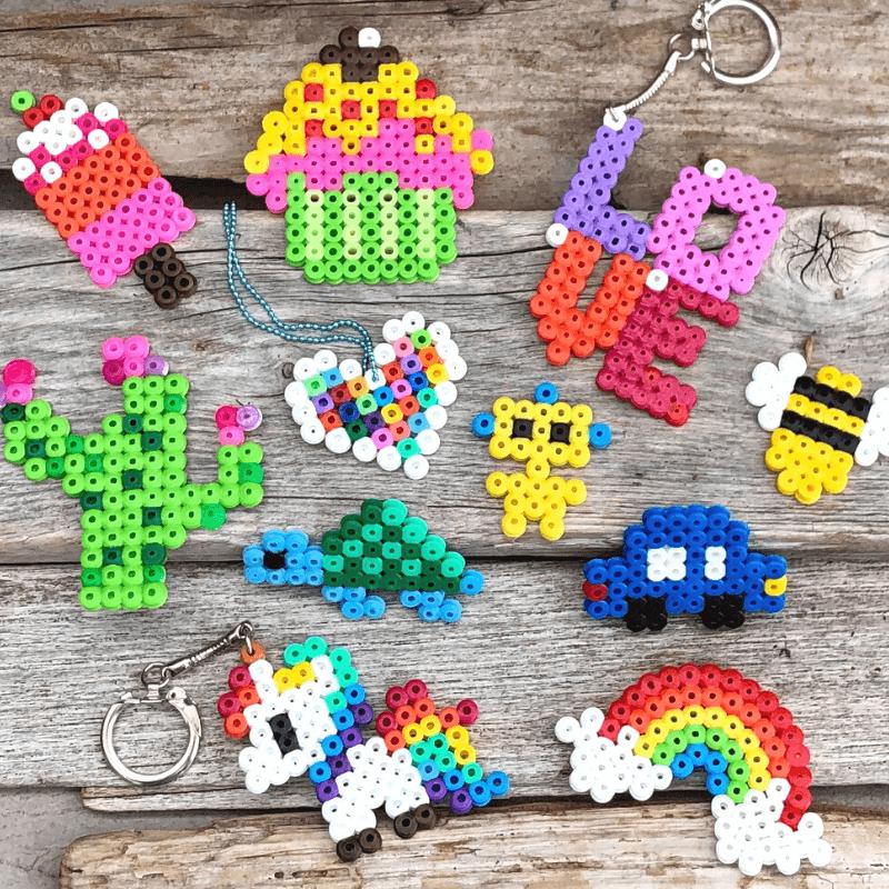 10 idées de création avec des plaques à perles. Créations enfants.